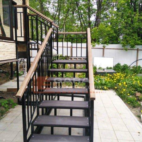 лестница уличная с площадкой