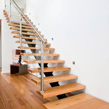 лестница прямая со стеклом на второй этаж