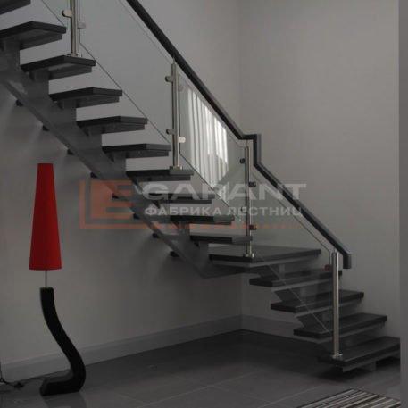 лестница г-образная со стеклом