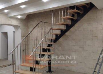 г-образная лестница на монокосоуре
