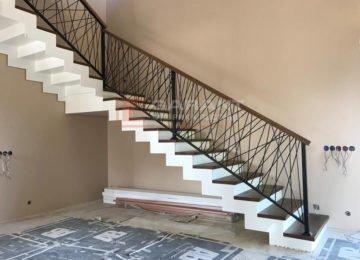 установка лестницы на тетиве