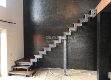 лестница г-образная с забежными ступенями