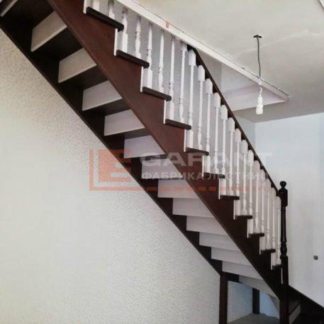 лестница деревянная г-образная